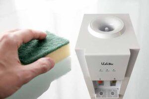 ¿Cómo limpiar un dispensador de agua?